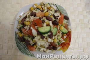 Салат с фасолью и помидорами