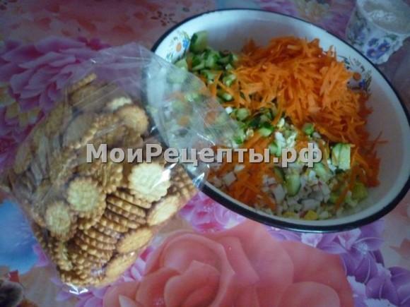 вкусный крабовый салат, вкусный салат с крабовыми палочками, крабовый салат рецепт с фото, крабовый салат с кукурузой рецепт, крабовый салат с морковью, новый крабовый салат, приготовление крабового салата, приготовление салата из крабовых палочек, салат крабовые палочки кукуруза яйца, салат крабовый с кукурузой, салат крабовый с огурцом, самый вкусный крабовый салат
